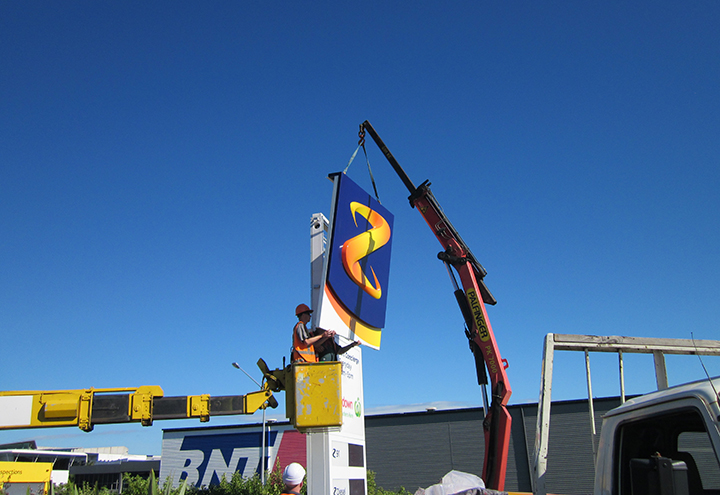 Z Energy Prime Sign Installation