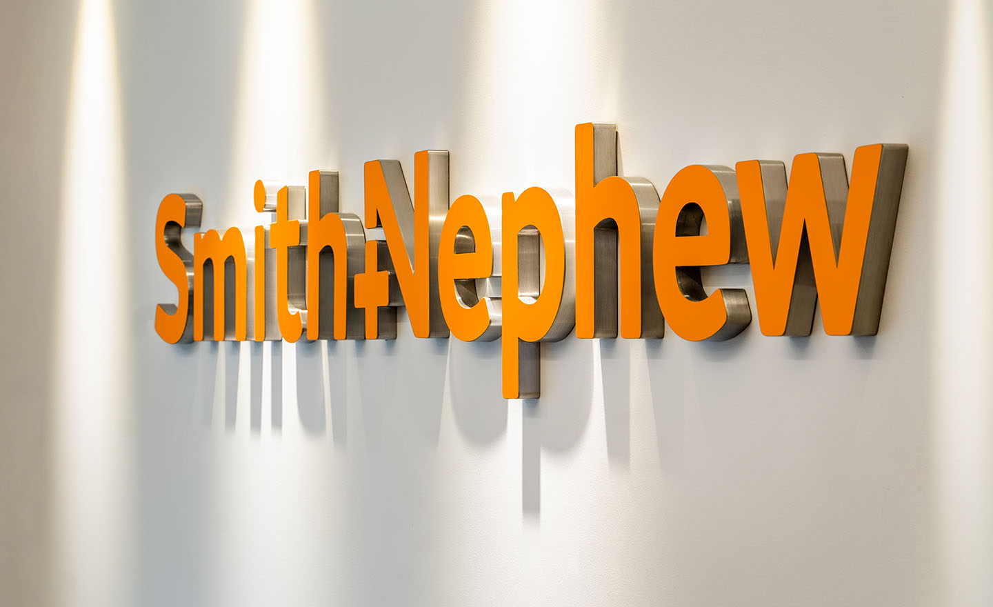 Smith&Nephew Exterior Brand Application