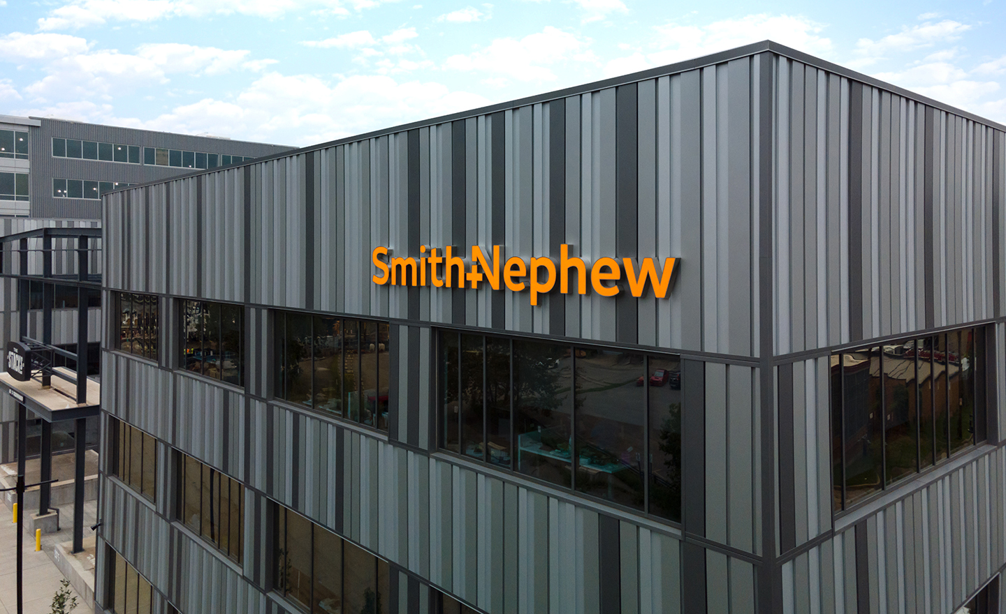 Smith&Nephew Sky Sign